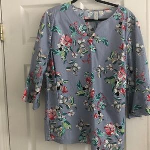 Blue and white stopped blouse with flower design